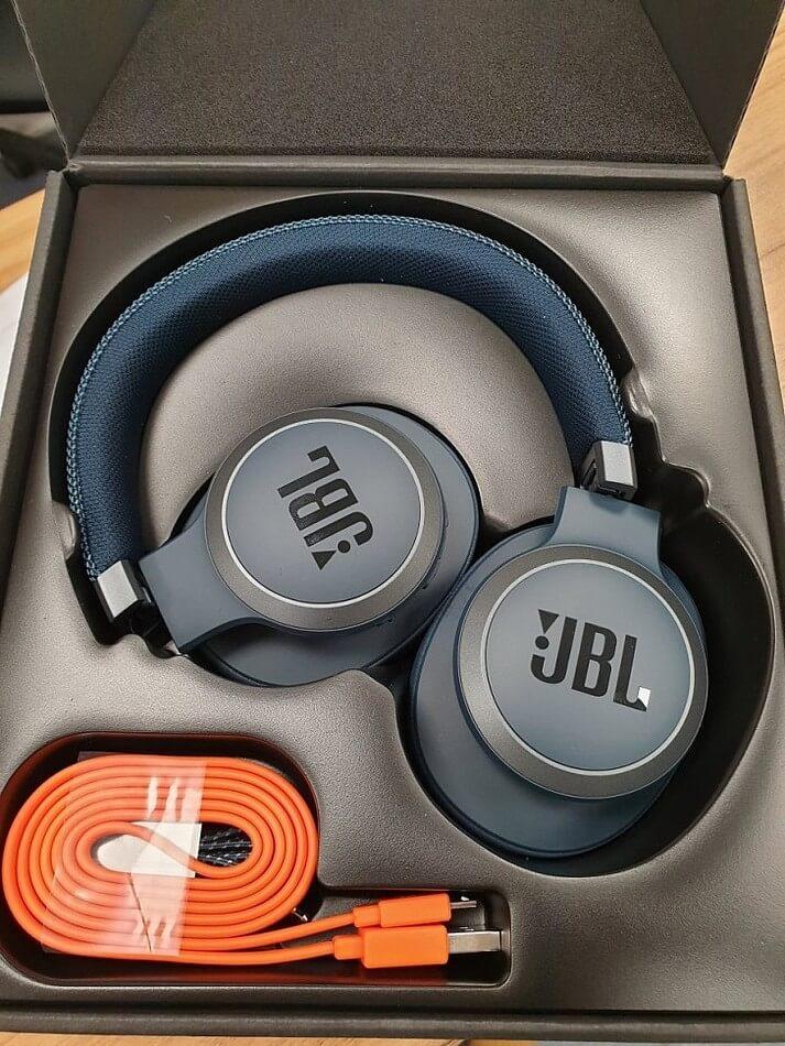 JBL Live 650BTNC Комплектация